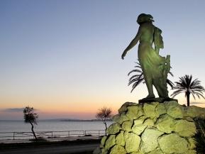 Nuredduna frente a la mar