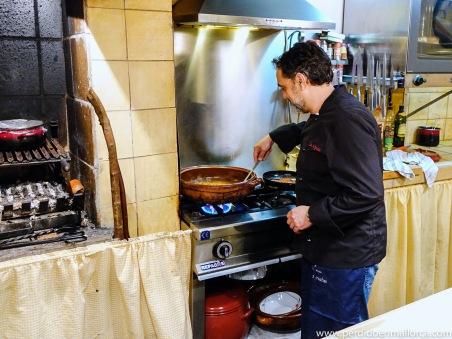 Ignasi cocinando