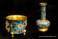 """Inciensiario de cobre dorado y esmaltado, decorado con el carácter chino """"shou"""", longevidad."""