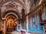 Capilla barroca de Sollerich cuyas paredes y bovedas se encuentran completamente decoradas por frescos.