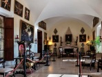 Salón de entrada a Es Calderers, con bonitas bóvedas de arista formando su techo.