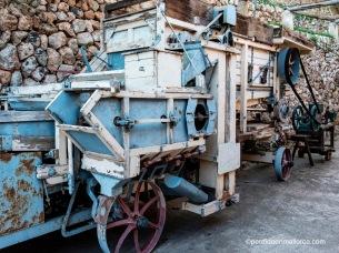 Máquina de hacer pacas de paja para alimentar al ganado, principios del siglo XIX, Granja de Esporlas.
