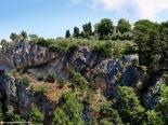 La possessió de Miramar está enclavada en una ladera acantilada desde la que . . .